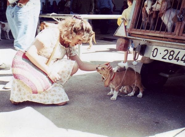 Cachorro con su ama