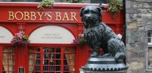 Estatua de Greyfriars Bobby en Edimburgo.