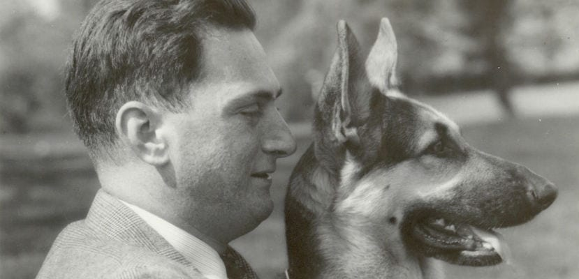 Morris Frank junto a Buddy, el primer perro guía de la historia.